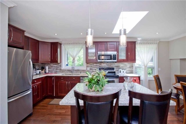 Detached at 81 Dawn Hill Tr, Markham, Ontario. Image 18
