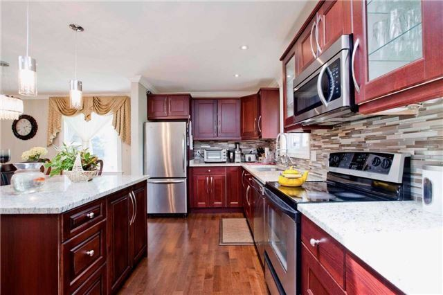 Detached at 81 Dawn Hill Tr, Markham, Ontario. Image 19