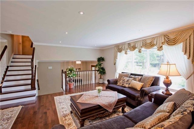 Detached at 81 Dawn Hill Tr, Markham, Ontario. Image 2