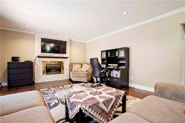 Detached at 81 Dawn Hill Tr, Markham, Ontario. Image 3