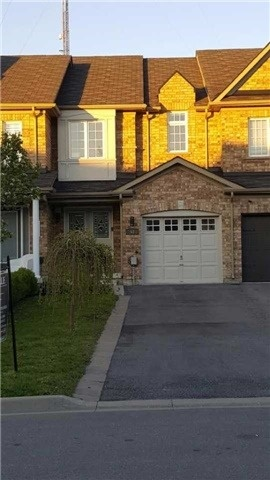 Townhouse at 53 Crestbank Crt, Vaughan, Ontario. Image 1