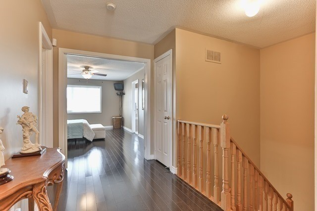 Townhouse at 53 Crestbank Crt, Vaughan, Ontario. Image 2