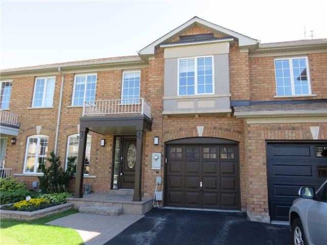 Townhouse at 19 Waterton Cres, Richmond Hill, Ontario. Image 1