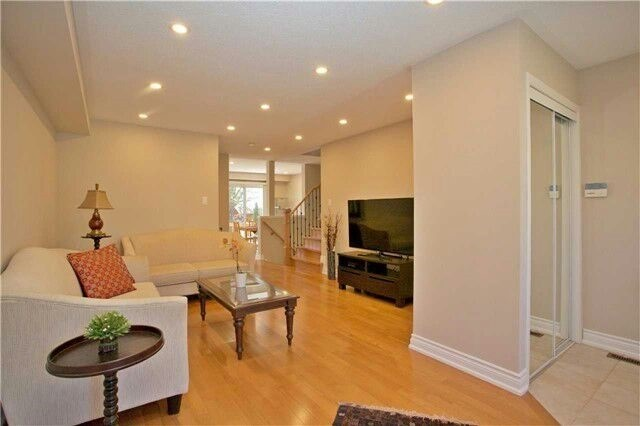 Townhouse at 19 Waterton Cres, Richmond Hill, Ontario. Image 11