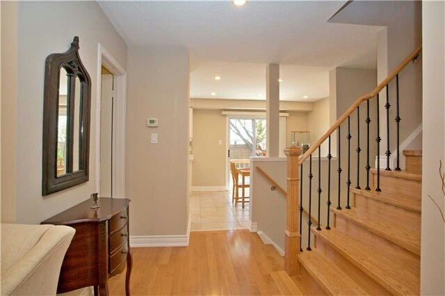 Townhouse at 19 Waterton Cres, Richmond Hill, Ontario. Image 12