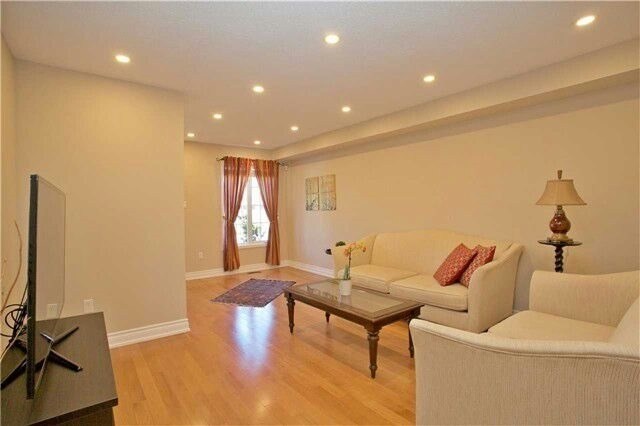 Townhouse at 19 Waterton Cres, Richmond Hill, Ontario. Image 13
