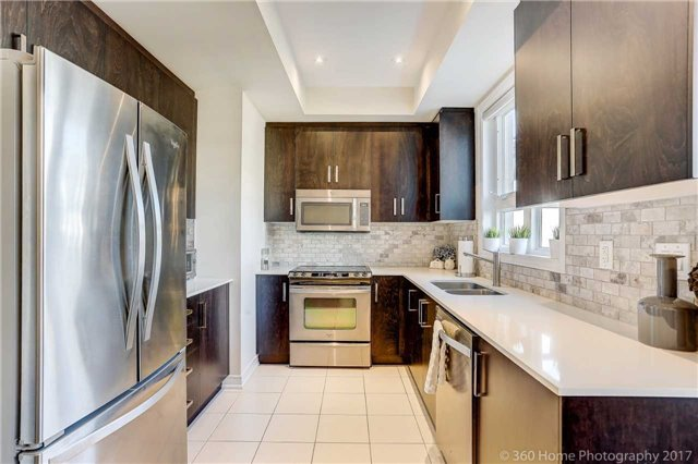 Condo Townhouse at 105 Kayla Cres, Unit 18, Vaughan, Ontario. Image 2