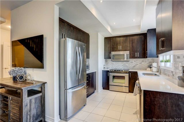 Condo Townhouse at 105 Kayla Cres, Unit 18, Vaughan, Ontario. Image 3