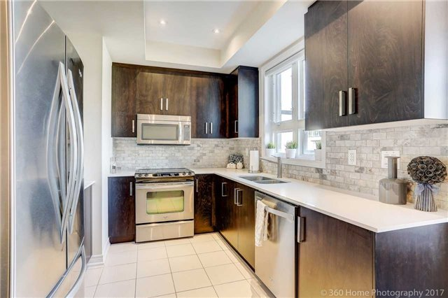 Condo Townhouse at 105 Kayla Cres, Unit 18, Vaughan, Ontario. Image 4