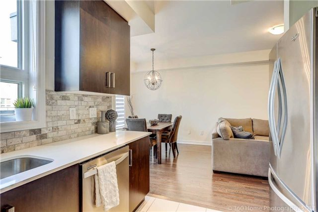 Condo Townhouse at 105 Kayla Cres, Unit 18, Vaughan, Ontario. Image 5