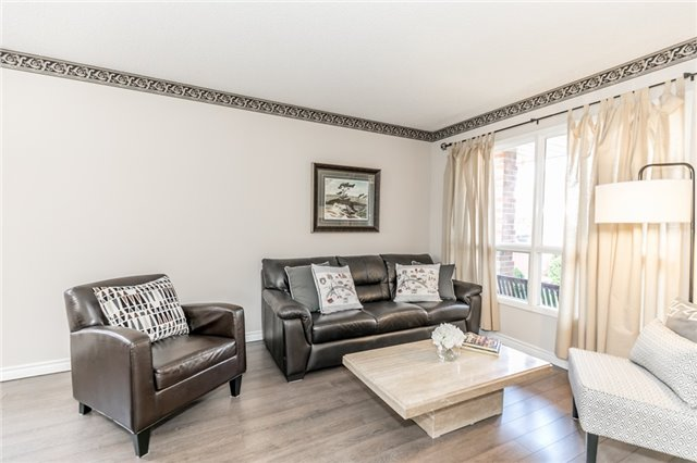 Detached at 206 Billings Cres, Newmarket, Ontario. Image 11