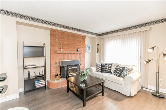 Detached at 206 Billings Cres, Newmarket, Ontario. Image 14