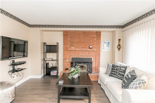 Detached at 206 Billings Cres, Newmarket, Ontario. Image 15