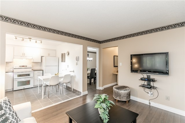Detached at 206 Billings Cres, Newmarket, Ontario. Image 16