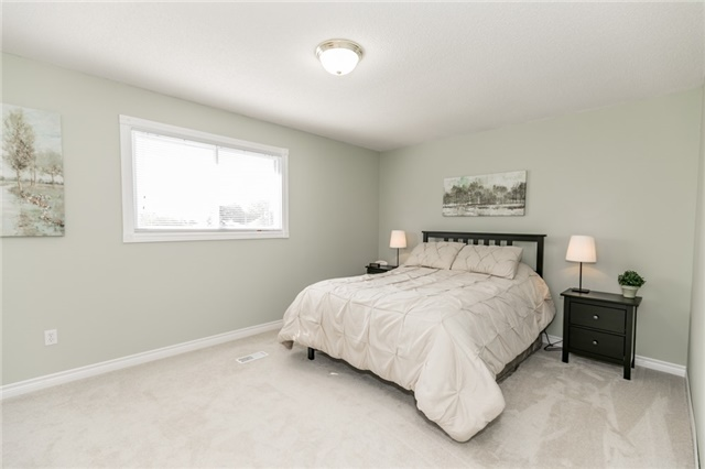 Detached at 206 Billings Cres, Newmarket, Ontario. Image 18