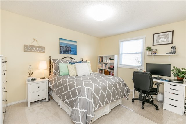 Detached at 206 Billings Cres, Newmarket, Ontario. Image 2