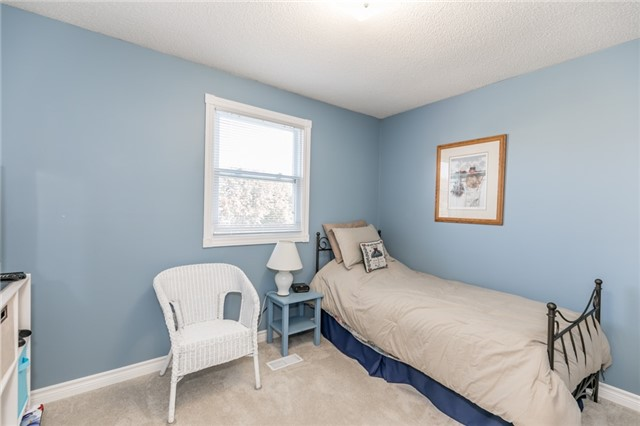 Detached at 206 Billings Cres, Newmarket, Ontario. Image 3