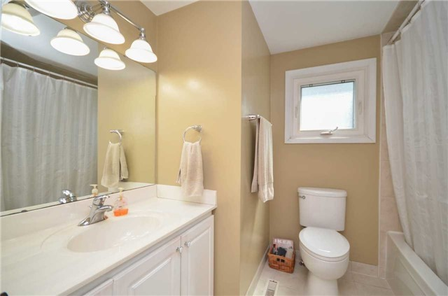 Detached at 79 Vanzant Crt, Whitchurch-Stouffville, Ontario. Image 14