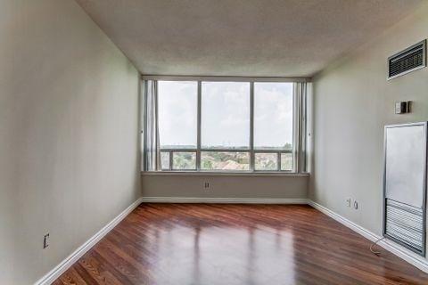 Condo Apartment at 110 Promenade Circ, Unit 706, Vaughan, Ontario. Image 17