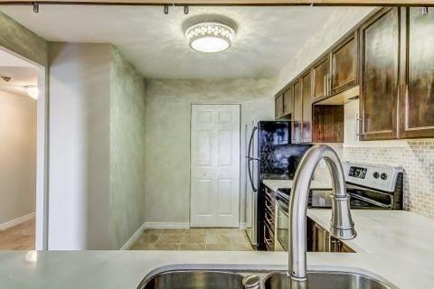 Condo Apartment at 110 Promenade Circ, Unit 706, Vaughan, Ontario. Image 2