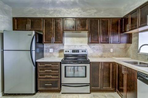 Condo Apartment at 110 Promenade Circ, Unit 706, Vaughan, Ontario. Image 3