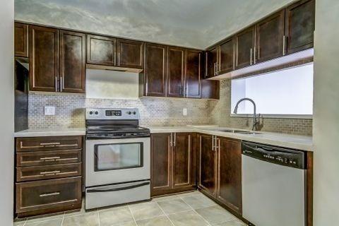 Condo Apartment at 110 Promenade Circ, Unit 706, Vaughan, Ontario. Image 4