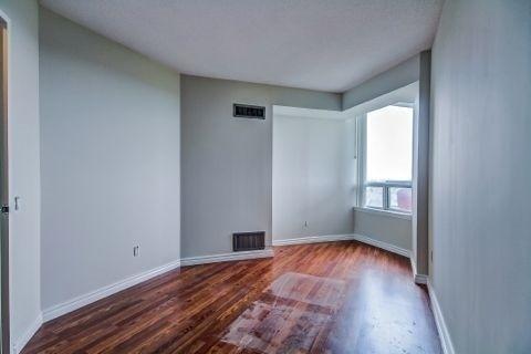 Condo Apartment at 110 Promenade Circ, Unit 706, Vaughan, Ontario. Image 8
