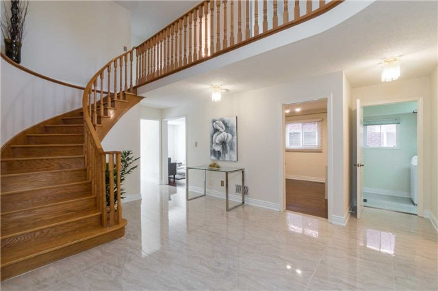Detached at 87 Pine Bough Manr, Richmond Hill, Ontario. Image 14