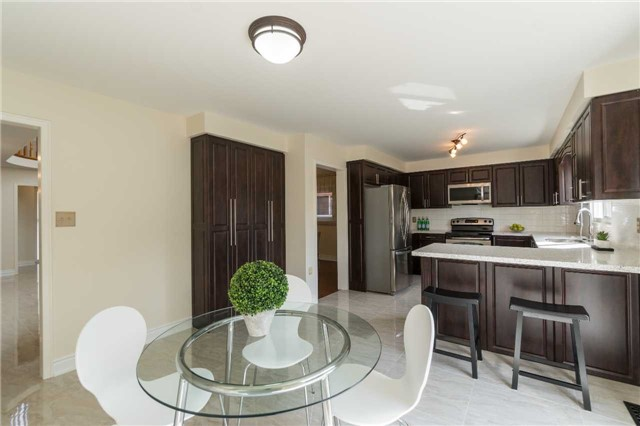 Detached at 87 Pine Bough Manr, Richmond Hill, Ontario. Image 19