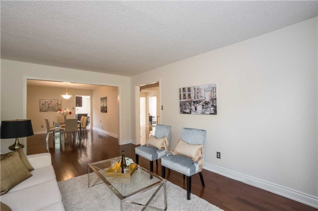 Detached at 87 Pine Bough Manr, Richmond Hill, Ontario. Image 2