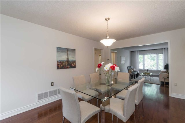 Detached at 87 Pine Bough Manr, Richmond Hill, Ontario. Image 3