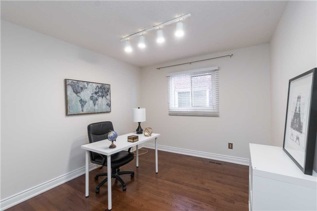 Detached at 87 Pine Bough Manr, Richmond Hill, Ontario. Image 4