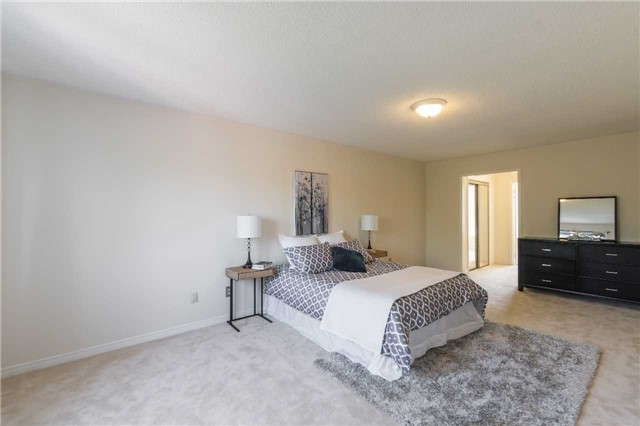 Detached at 87 Pine Bough Manr, Richmond Hill, Ontario. Image 5