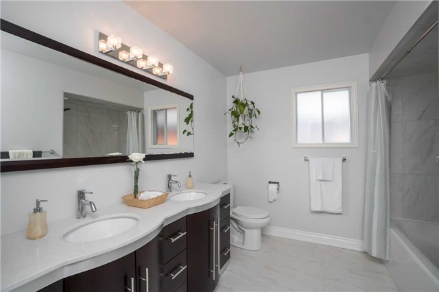 Detached at 87 Pine Bough Manr, Richmond Hill, Ontario. Image 6