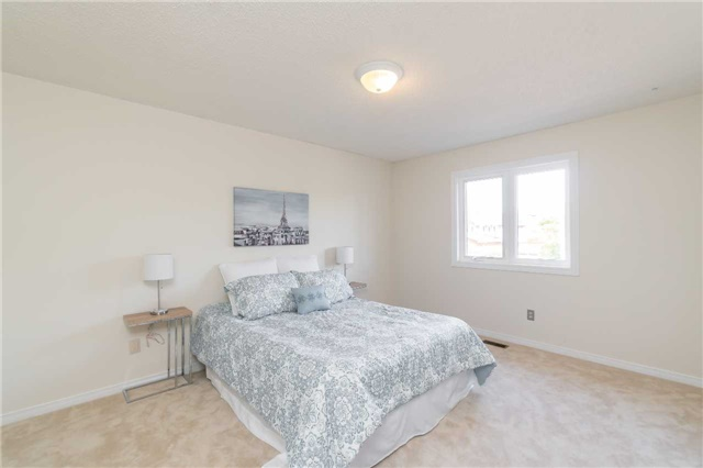 Detached at 87 Pine Bough Manr, Richmond Hill, Ontario. Image 7