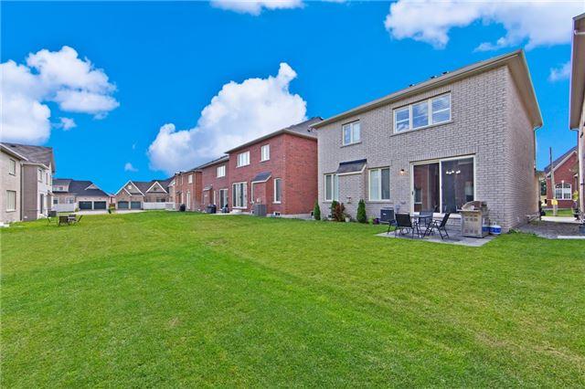 Detached at 15 Hodgson Rd, Bradford West Gwillimbury, Ontario. Image 13