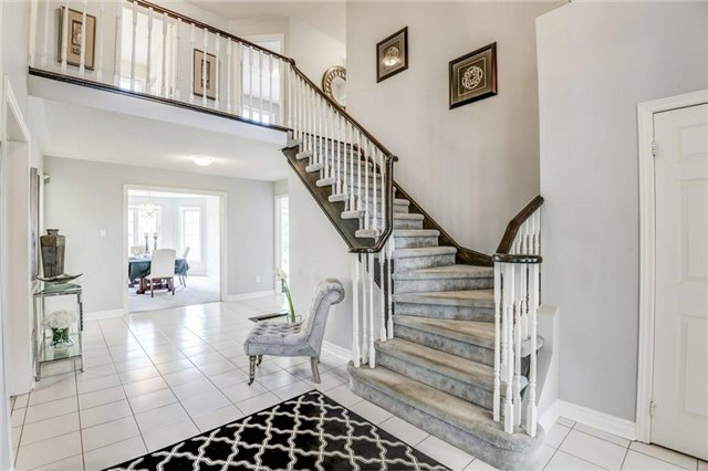 Detached at 990 Stonehaven Ave, Newmarket, Ontario. Image 12