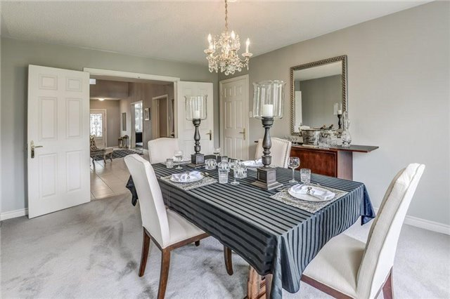 Detached at 990 Stonehaven Ave, Newmarket, Ontario. Image 2