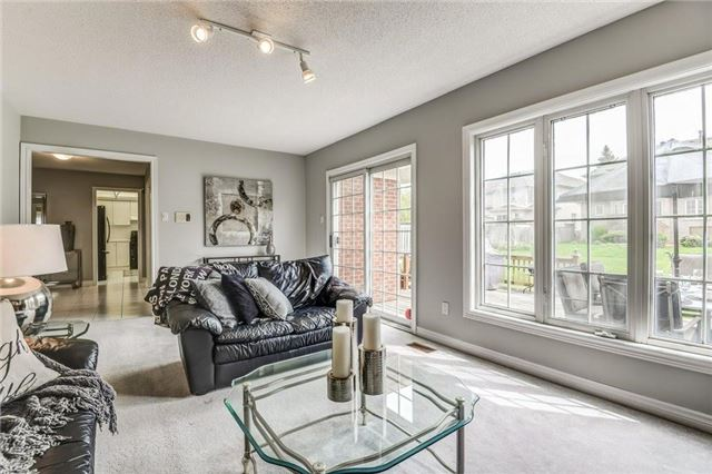 Detached at 990 Stonehaven Ave, Newmarket, Ontario. Image 3