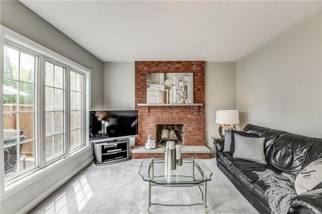 Detached at 990 Stonehaven Ave, Newmarket, Ontario. Image 4