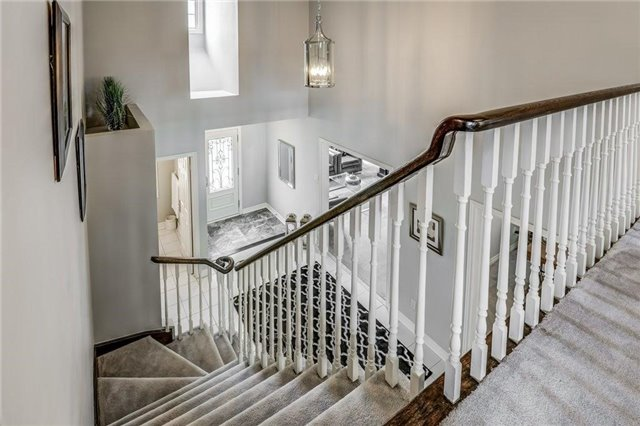 Detached at 990 Stonehaven Ave, Newmarket, Ontario. Image 5