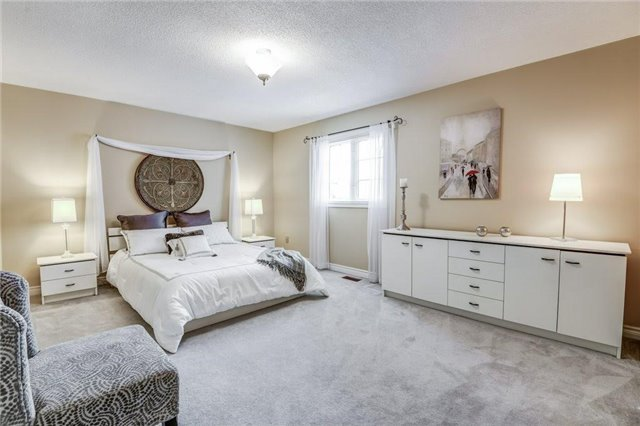 Detached at 990 Stonehaven Ave, Newmarket, Ontario. Image 10