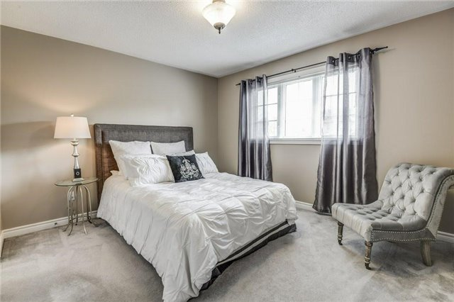 Detached at 990 Stonehaven Ave, Newmarket, Ontario. Image 11