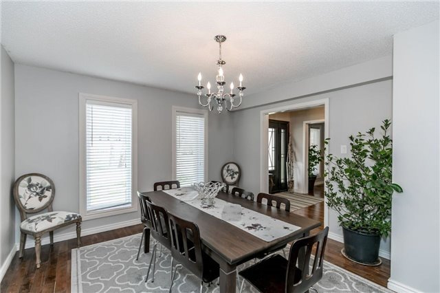 Detached at 69 Farr Ave, East Gwillimbury, Ontario. Image 3