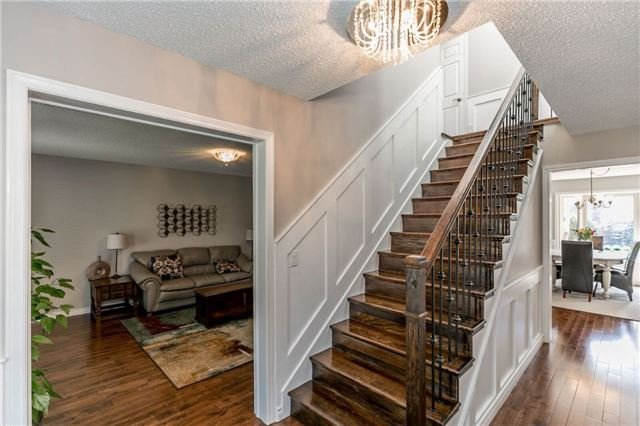 Detached at 69 Farr Ave, East Gwillimbury, Ontario. Image 5