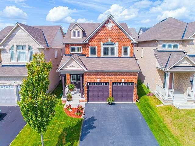 Detached at 10 Harvest Hills Blvd, Newmarket, Ontario. Image 1