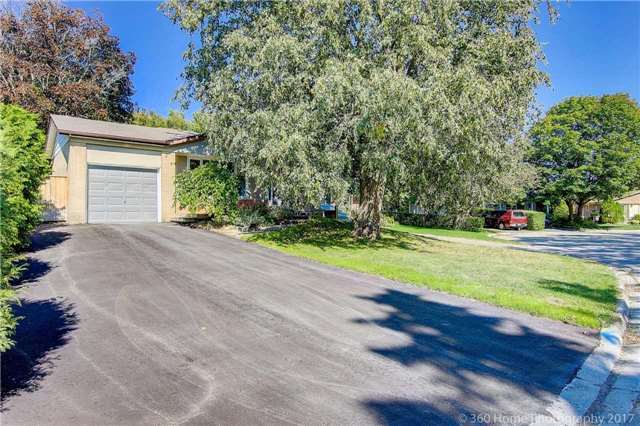 Detached at 410 Roywood Cres, Newmarket, Ontario. Image 12