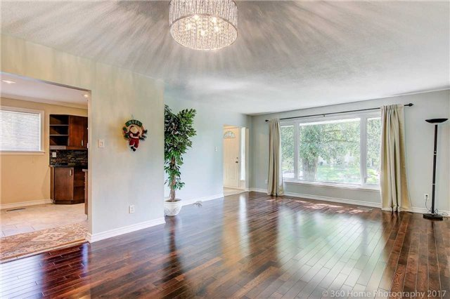 Detached at 410 Roywood Cres, Newmarket, Ontario. Image 15