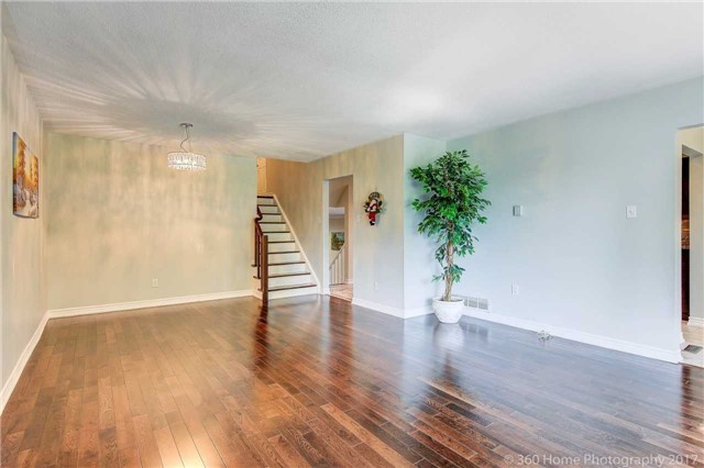 Detached at 410 Roywood Cres, Newmarket, Ontario. Image 16