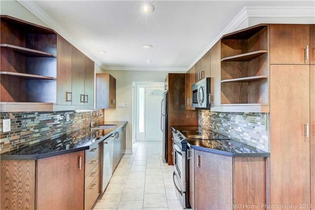 Detached at 410 Roywood Cres, Newmarket, Ontario. Image 17